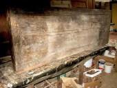 Il piano dell' antico banco da lavoro prima del restauro