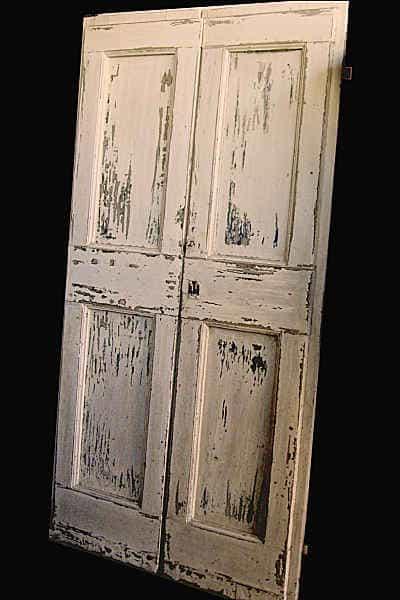 Porta antica restaurata e finita in shabby chic naturale