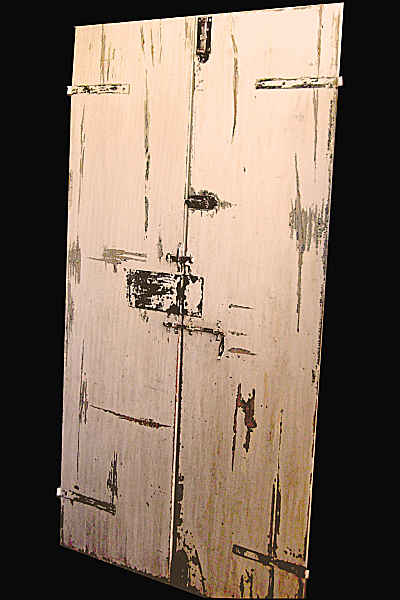 Porta antica in shabby nella vista scorniciata