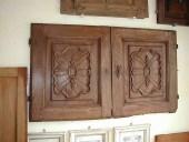 3)Coppia di ante antiche(o sportelli) intagliati, di credenza a muro.
