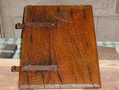 9)Piccola anta in castagno antica.