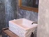 4) L' Antina antica collocata e riusata come base per lavandino di tendenza
