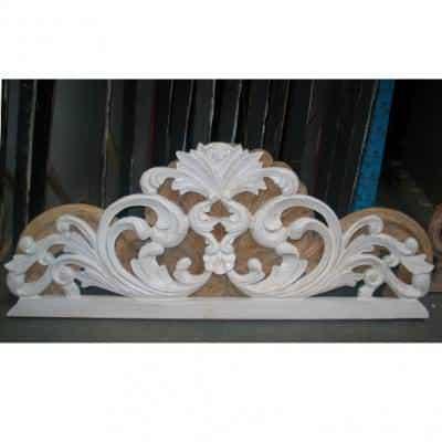 7)Manufatto in legno utilizzabile come testiera di letto.