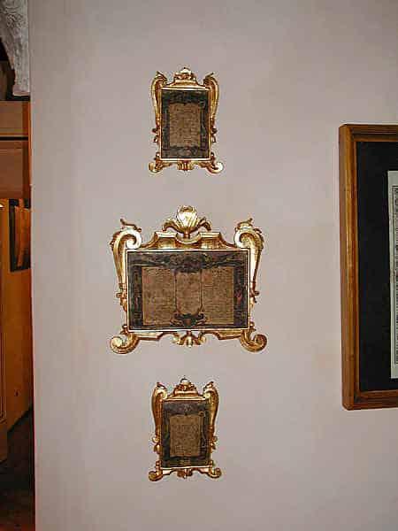 Restauro di tre cartaglorie antiche.