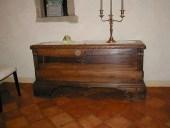 Cassapanca in noce nazionale restaurata.