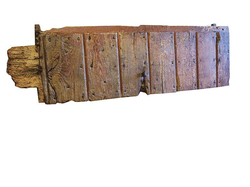 Il battente del portone antico restaurato