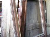 Cornice antica con finitura legno a vista prima del restauro e della trasformazione