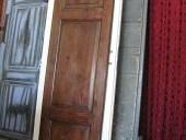 Antina antica trasformata e restaurata per essere riusata come porta di uno sgabuzzino.result