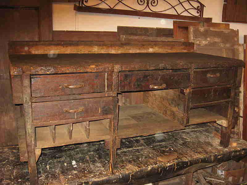 Il vecchio bancone da falegname prima del restauro