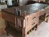 Il bancone da lavoro antico restaurato e collocato in cucina