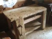 Piccolo banco da lavoro antico da restaurare