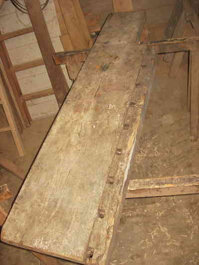 Il piano di un banco antico da falegname
