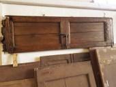 Porta antica restaurata diventa testiera da letto