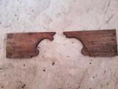 I due piedi a mensola antichi