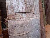 Porta antica da stalla in ferro e legno