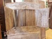 Porta antica in ferro; gli sportelli apribili