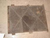 I pannelli in castagno prima della pulitura