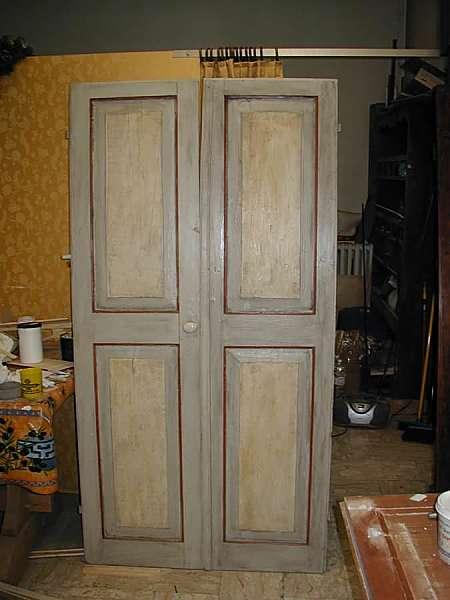 alcune porte vecchie ed antiche laccate portantica