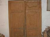 2)Rara porta antica scorrevole a due battenti.