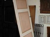 3)Porta vecchia laccata.