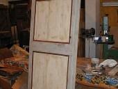 Vecchia porta di cascine e rustici, laccata a mano.