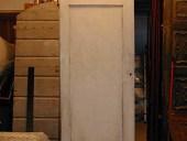 Porta antica laccata vista posteriormente