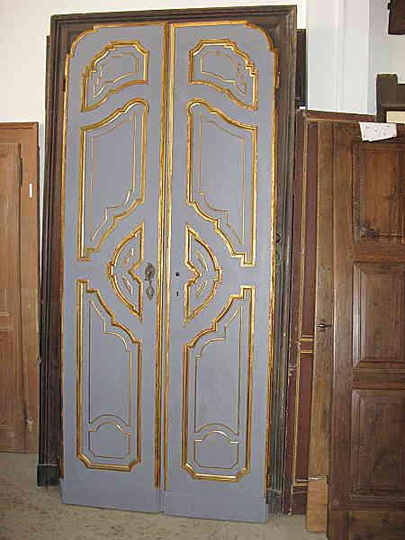 Porta antica laccata restaurata in colore grigio