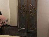 La porta antica rilaccata in un interno di tendenza
