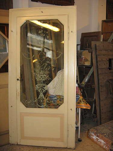 Porta antica laccata con vetro dipinto a mano