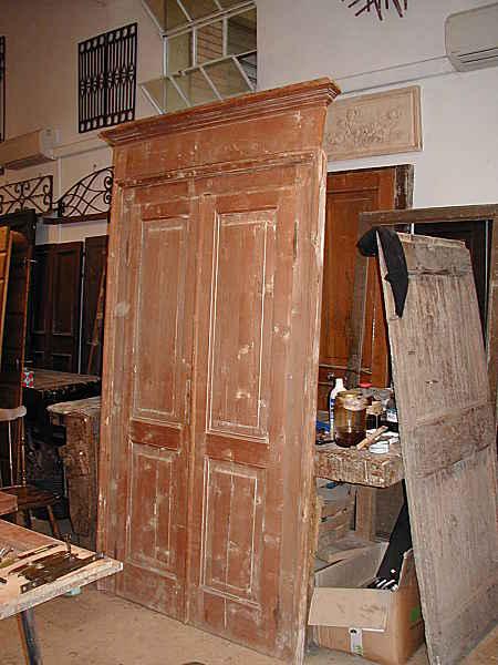 Antica porta restaurata laccata anticata portantica for Illuminazione rustica della cabina