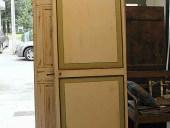 Vista posteriore porta laccata e restaurata.