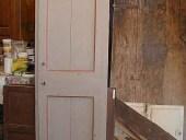 Vecchia porta laccata restaurata