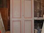 Vecchia porta restaurata e laccata