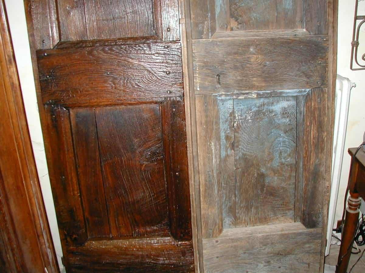 ll portoncino antico nelle due fasi a confronto, pre e post restauro(zona inferiore).