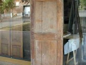 Vecchia porta in abete solo allungata.