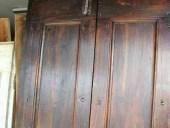 Dettaglio della porticina antica restaurata.