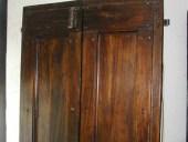 Dettaglio porta in pioppo.