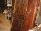 Altra vista della porta rustica fatta a mano