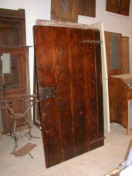 Vecchia porta di stalla restaurata