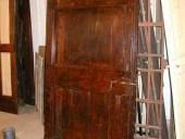 Vecchia porta di stalla restaurata(vista interna).
