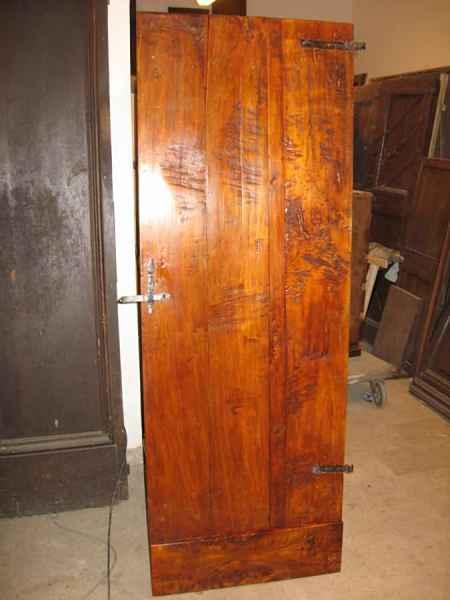 Vista posteriore porta restaurata