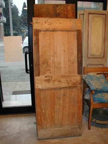 Vecchia porta in pioppo.