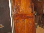Vecchia porta in pioppo dopo il restauro