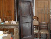 Vista interna della piccola porta antica restaurata.