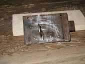 La serratura antica del portoncino antico.