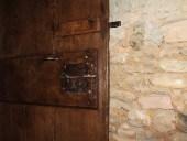 Dettaglio della porta restaurata