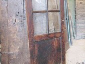 La porta antica in noce nazionale restaurata.