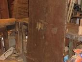 Portoncino antico rustico fatto a mano nella vista posteriore