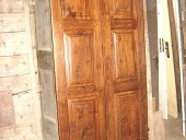 Porta antica in noce bugnata restaurata