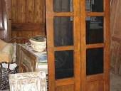 Vista anteriore porta antica arredamento moderno